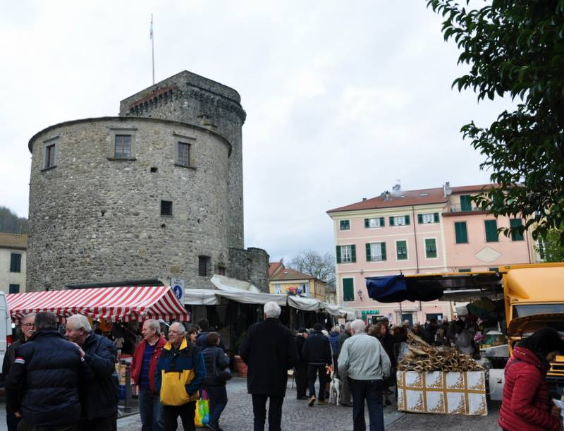 Fiera di san martino a varese ligure sp 2017 liguria - Mercatini varese ...