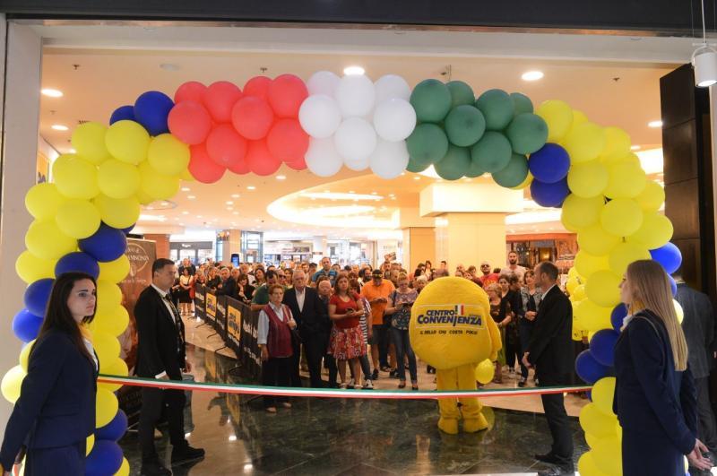 Inaugurato il primo maxi store centro convenienza arredi for Centro arredi convenienza